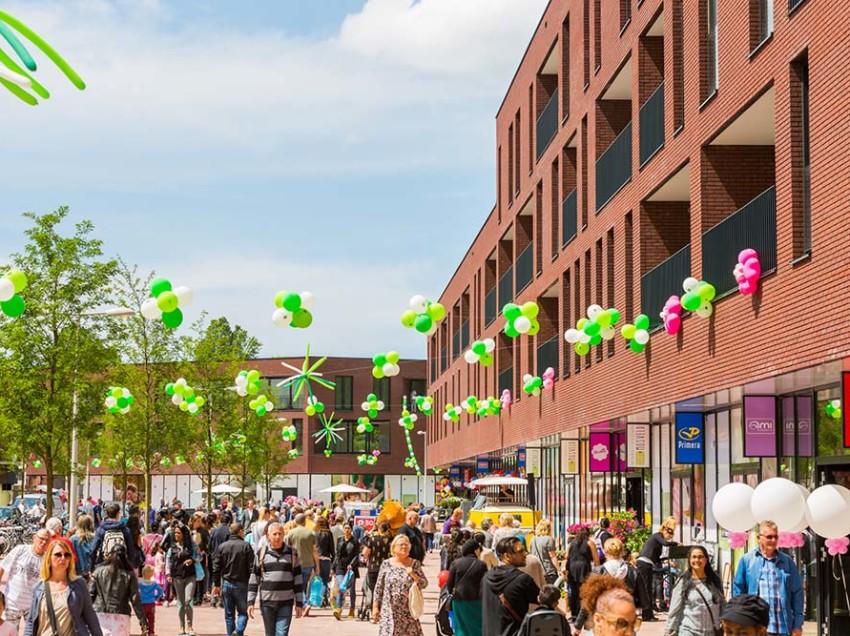 Winkelcentrum Mosveld in Amsterdam-Noord feestelijk geopend